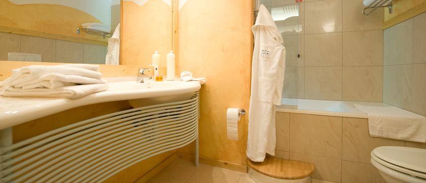 italy_bardonecchia_hotel_rive_bathroom.jpg